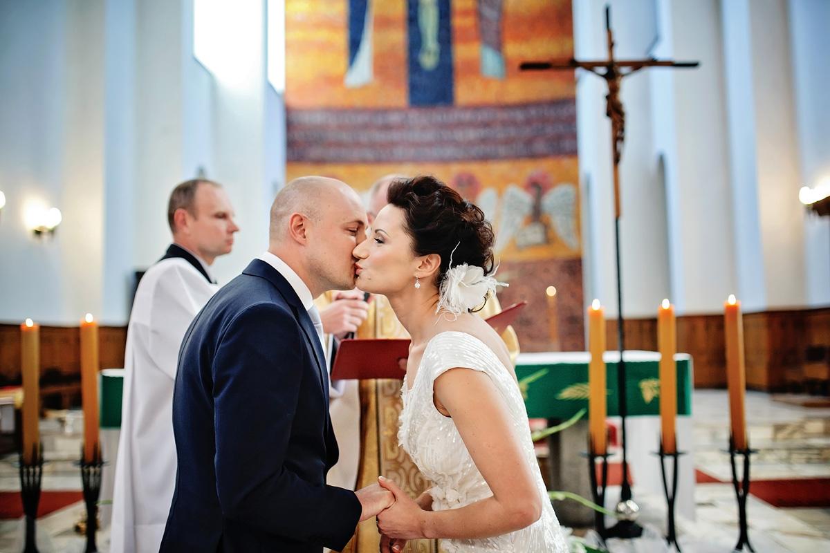 pocalunek po przysiedze slubnej