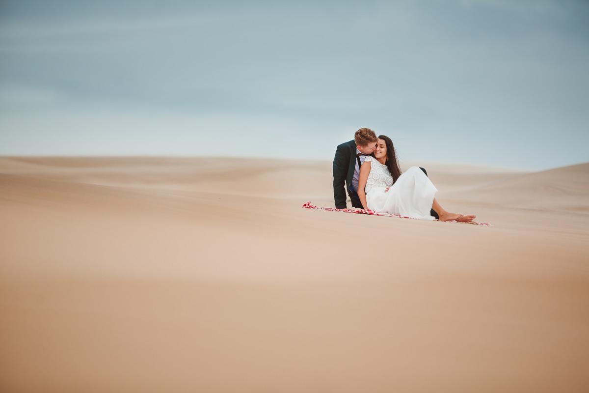 plener ślubny na wydmach w Łebie