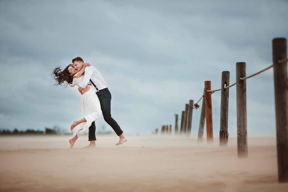 sesja ślubna w czasie burzy piaskowej